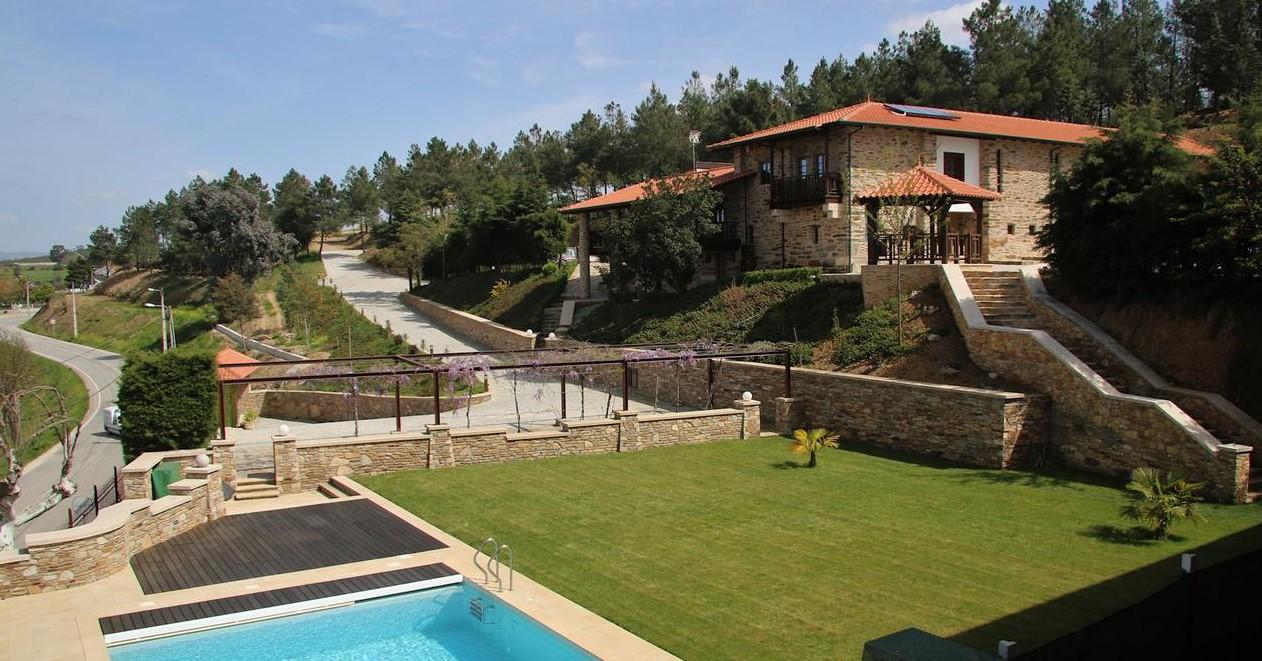 Foto de casa com piscina - O Casario