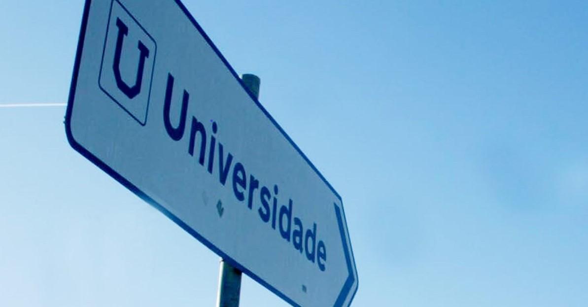 Placa Universidade