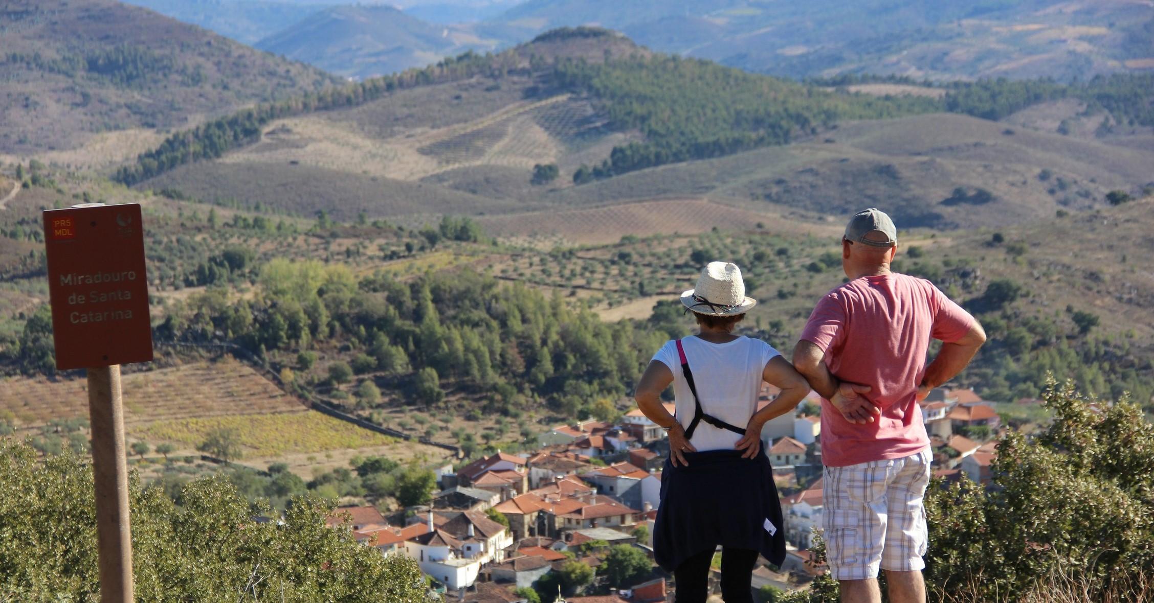 Caminheiros num percurso em Mirandela