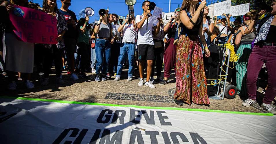 Manifestação política/Greve Climática perpetuada por estudantes