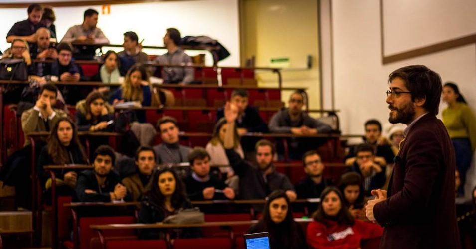 Clube de debates; política em contexto universitário