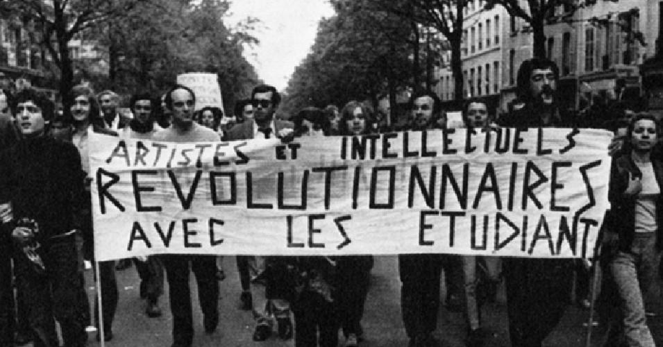 Manifestação política de trabalhadores que apoiam universitários, em Maio de 68, em França