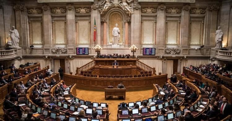 Foto da sala principal da Assembleia da República Portuguesa
