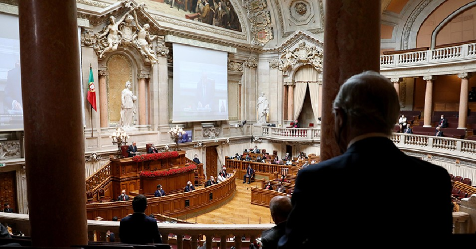 Assembleia da República no dia 25 de abril de 2021, enquanto o presidente marcelo Rebelo de Sousa discursava