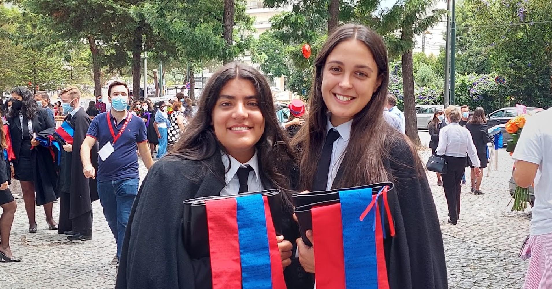 Alexandra Santos e Mariana Salazar, finalistas do curso de Solicitadoria e Administração do ISCAC